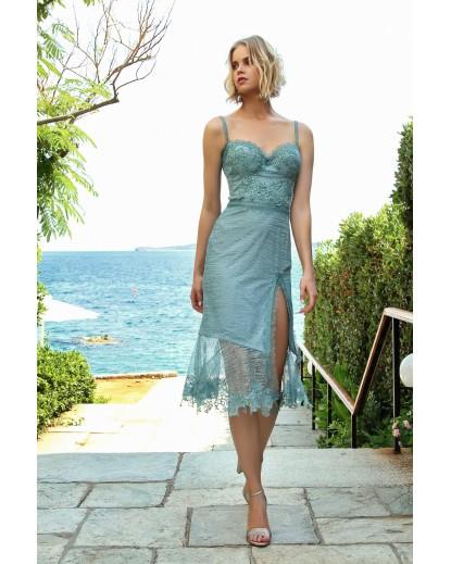 φόρεμα μίντι στράπλες με ενσωματωμένο σουτιέν.